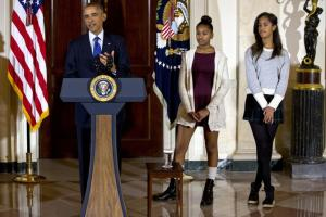 Pic of Malia and Sasha Obama that Lauten was offended by.